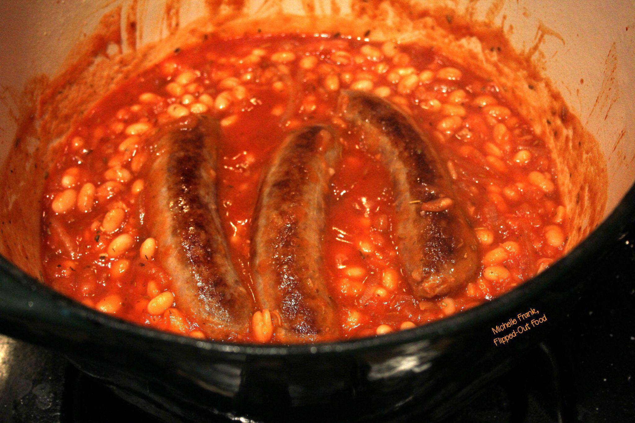 Slow-Cooker Salsiccie e Fagioli simmering