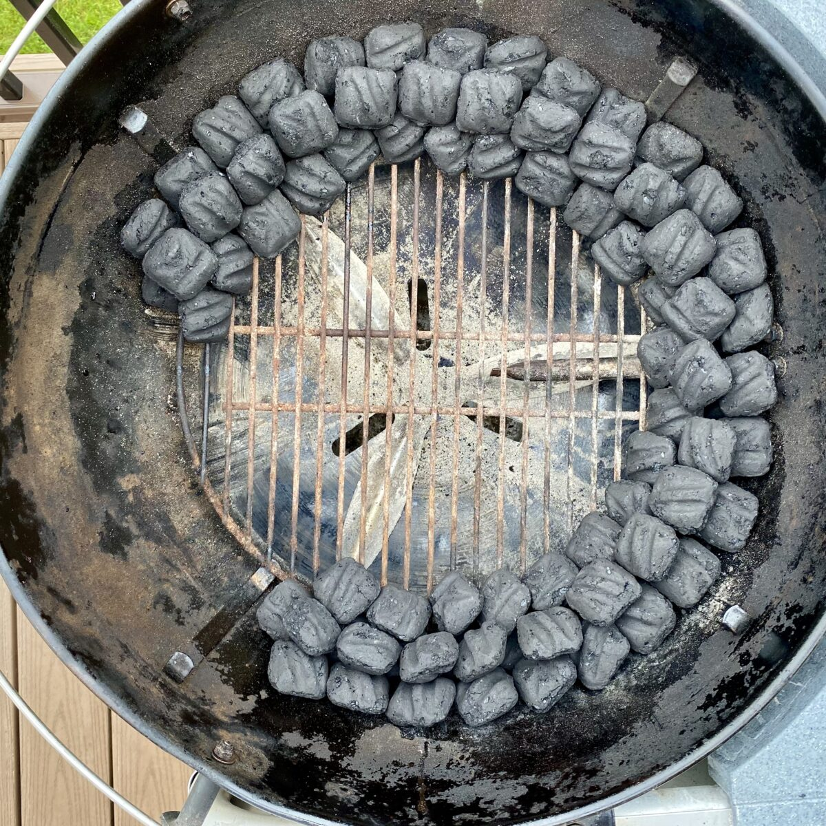Overhead view clearly showing the charcoal snake coal set up around the charcoal chamber